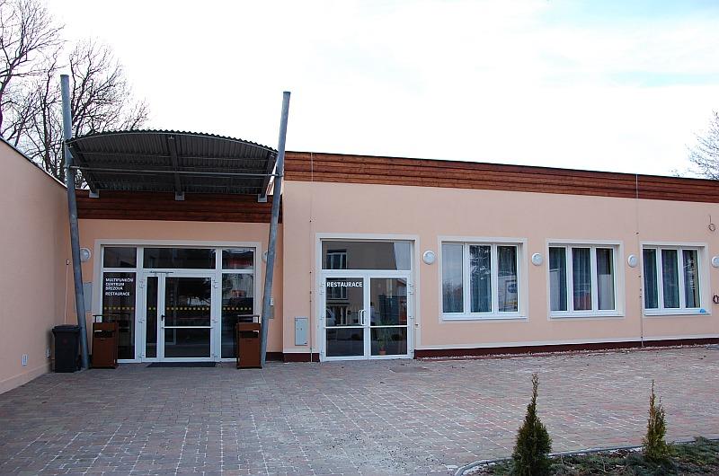 MFC - vstup do salu a restaurace